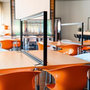 """""""Desk"""" Şeffaf Afişli Yazı Masası Paneli"""